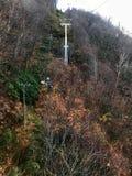Herbstansicht in die Drahtseilbahn Lizenzfreie Stockfotografie