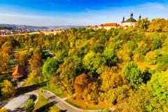 Herbstansicht von Nuselsky-Brücke, Prag, Tschechische Republik stockbild