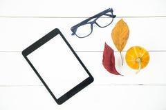 Herbstarbeitsplatzkonzept Büro oder sind freiberuflich tätig Lizenzfreie Stockfotos