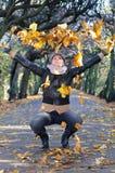 Herbstausdruck der Brunettefrauen Lizenzfreie Stockbilder