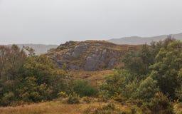 Herbstberglandschaft nach Regen stockfotos