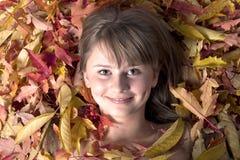 Herbstblattmädchen stockfotos
