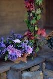 Herbstblumenstrauß von Blumen und von Beeren Lizenzfreies Stockbild