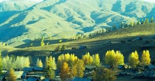 Herbstdorf Baihaba, Xinjiang, Porzellan Lizenzfreie Stockfotos