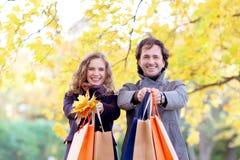 Herbsteinkaufspaare Stockbild