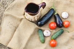 Herbsternte des Gemüses Begriffserntegraphik mit verschiedenem Gemüse auf dem Feld Stockfotografie