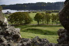 Herbstfallansicht in Europa mit Schloss ruiniert Rahmenarchivbild Stockfoto