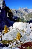 Herbstfarben in den Dolomit stockfoto