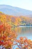 Herbstfarben und ein See an Mt Kurikoma in Akita und in Iwate Stockfotos