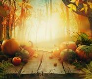 Herbstfrucht auf Tabelle stockbild
