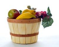 Herbstfruchtkorb lizenzfreies stockbild
