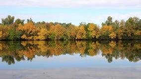 Herbstküste der Insel stock video footage