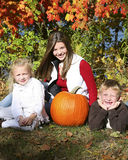 Herbstkind acht Stockfotos