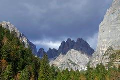 Herbstlandschaft in Brenta-Dolomit an einem schönen Tag Stockbild