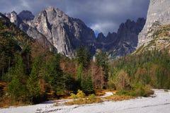 Herbstlandschaft in Brenta-Dolomit an einem schönen Tag Stockfotografie