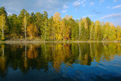 Herbstlandschaft der Süd-Urals Lizenzfreies Stockfoto