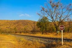Herbstlandschaft mit Eisenbahn Lizenzfreies Stockfoto