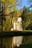 Herbstlandschaft mit Pavillon in Alexanders Garten Stockbild