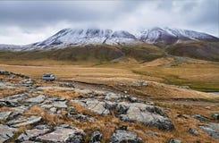 Herbstlandschaft von Altai Sonnenuntergang in der Steppe, schöner Abendhimmel mit Wolken, Plato Ukok, niemand herum, Altai, Sibir Stockfotografie