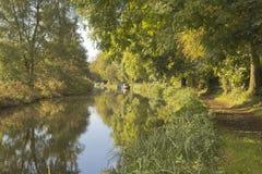 Herbstliche Kanalszene Stockfotos