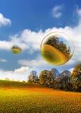 Herbstliche Luftblasen und Feld stockfoto