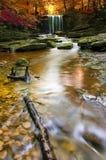 Herbstlicher Wasserfall in Wales Lizenzfreie Stockbilder