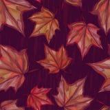 Herbstliches nahtloses Muster mit Ahornblättern auf dunklem Hintergrund Lizenzfreie Stockfotos
