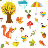 Herbstliches nahtloses Muster mit Naturelementen Lizenzfreie Stockfotografie