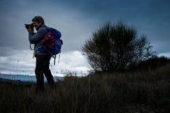 Herbstliches Trekking in der Provinz von Siena, von Buonconvento zu Monte Oliveto Maggiore Abbey lizenzfreie stockbilder