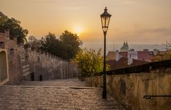 Herbstmorgen in Prag Prag am Sonnenaufgang stockfoto