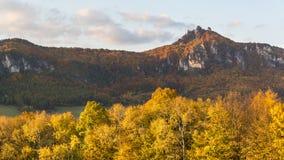 Herbstpanorama der Sulov-Felsen und der Natur, Slowakei Stockfoto