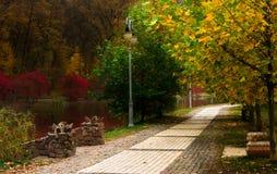 Herbstpark in Feofania Lizenzfreie Stockfotos