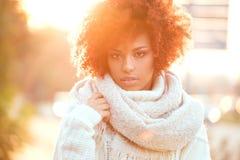 Herbstporträt des Afroamerikanermädchens Stockbild
