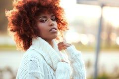 Herbstporträt des Afroamerikanermädchens Lizenzfreie Stockfotos