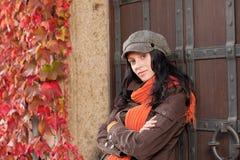 Herbstportrait des schönen jungen weiblichen Baumusters Stockbild