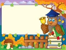 Herbstrahmen mit Eulenlehrer 6 Stockfoto