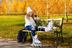 Herbstrollschuh laufen lizenzfreie stockfotos