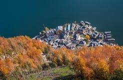 Herbstsaison in wenigem Dorf Lizenzfreie Stockbilder