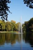 Herbstseewasser-Reflexionssonne Lizenzfreie Stockfotografie