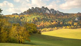 Herbstsonnenuntergangpanorama der Sulov-Felsen und der Natur, Slowakei Stockfotos