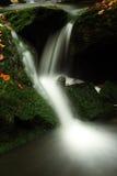 Herbststrom in den riesigen Bergen Lizenzfreie Stockfotos