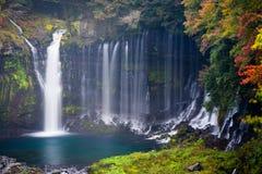 Herbstszene von Shiraito-Wasserfall Stockfoto