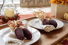 Herbsttischplatte für Danksagungstreffen Stockfoto