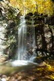 Herbstwasserfall Stockfotos