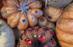 Herbstzusammensetzung mit Kürbisen bei der Geschenkverpackung stockbild