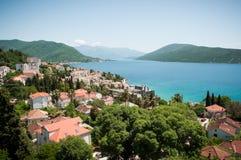 Herceg Novi är en kuststad i Montenegro lokaliserade på entraen Fotografering för Bildbyråer