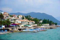 Herceg Novi är en kuststad i Montenegro lokaliserade på entraen royaltyfria bilder