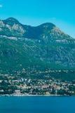 Herceg Novi, la vue du rivage au contraire, contre photos libres de droits