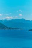 Herceg Novi, la vue du rivage au contraire, contre le Th photo libre de droits