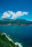 Herceg Novi, la vue du rivage au contraire, contre le Th image libre de droits